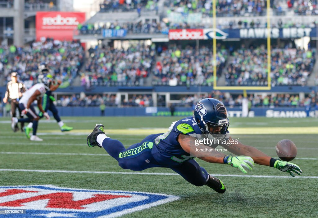 Running back Thomas Rawls #34 of the Seattle Seahawks can't bring in a pass in the end zone during the third quarter of the game at CenturyLink Field on October 29, 2017 in Seattle, Washington.