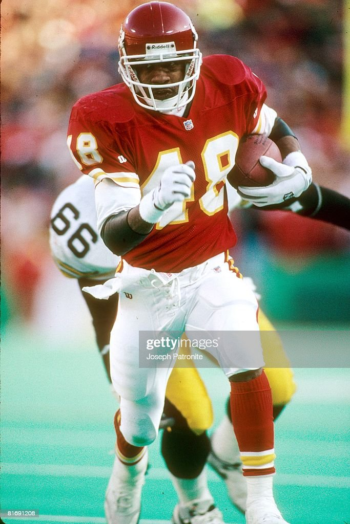 1993 AFC Wild Card Game - Pittsburgh Steelers v Kansas City Chiefs : News Photo