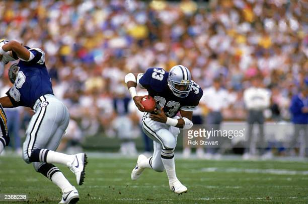 Running back Tony Dorsett of the Dallas Cowboys runs the ball during a game against the San Diego Chargers at Jack Murphy Stadium during the 1986 NFL...
