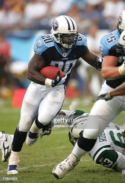 Running back Travis Henry of the Tennessee Titans carries on a successful two point conversion against tthe New York Jets on September 10, 2006 at LP...