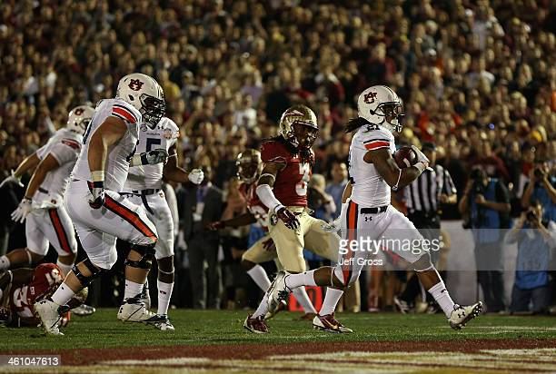 Running back Tre Mason of the Auburn Tigers scores a 12yard touchdown against the Florida State Seminoles in the first quarter of the 2014 Vizio BCS...
