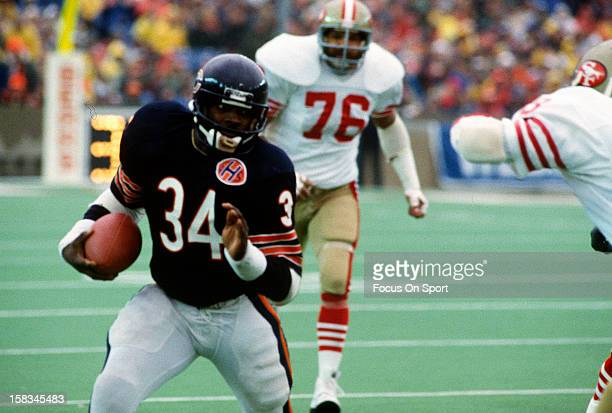 Running back Walter Payton of the Chicago Bears carries the ball against the San Francisco 49ers during an NFL football game November 27 1983 at...