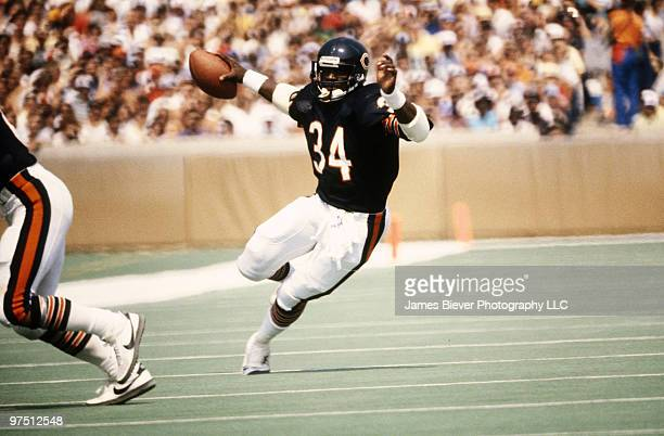 Running back Walter Payton of the Chicago Bears in 1983