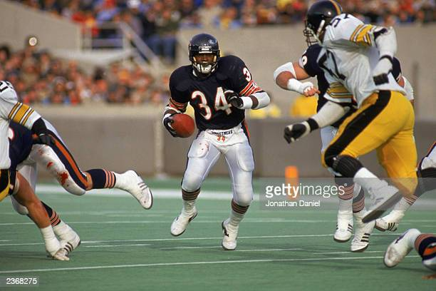 Running back Walter Payton of the Chicago Bears runs the ball during a game against the Pittsburgh Steelers at Soldier Field during the 1987 NFL...