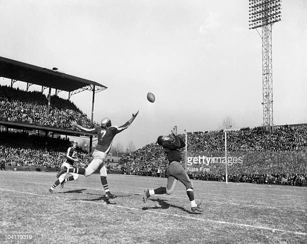 Running back Wilbur Moore of the Washington Redskins makes an over the shoulder reception in a 2714 loss to the PhiladelphiaPittsburgh Steagles on...