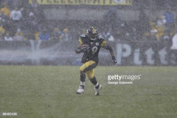 Running back Willie Parker of the Pittsburgh Steelers runs the ball against the Chicago Bears as snow falls at Heinz Field on December 11, 2005 in...