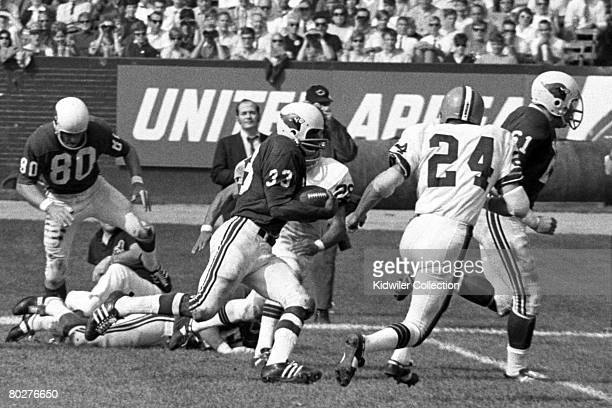 Running back Willis Crenshaw of the St Louis Cardinals runs with the ball during a game on October 13 1968 against the Cleveland Browns at Municipal...