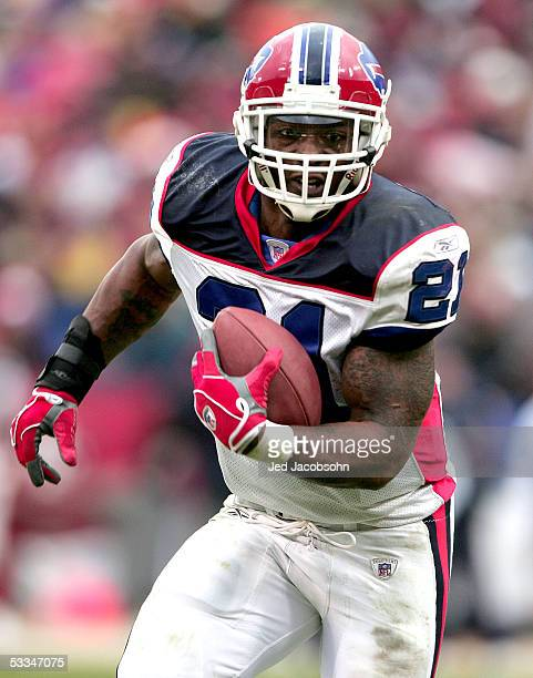 Running back Willis McGahee of the Buffalo Bills runs with the ball against the San Francisco 49ers on December 26 2004 at Monster Park in San...