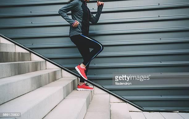 Course en bas de l'escalier