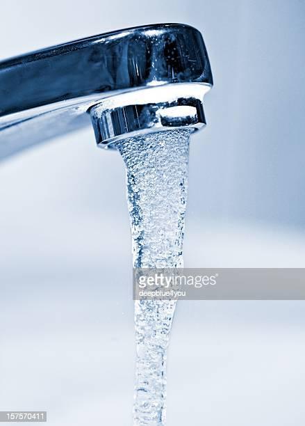 Wasserhahn läuft