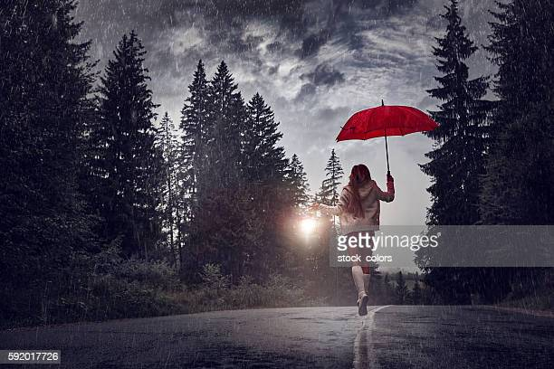 running from the rain - heavy rain stockfoto's en -beelden