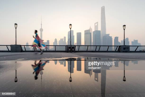 Running in the bund of young people in the moring