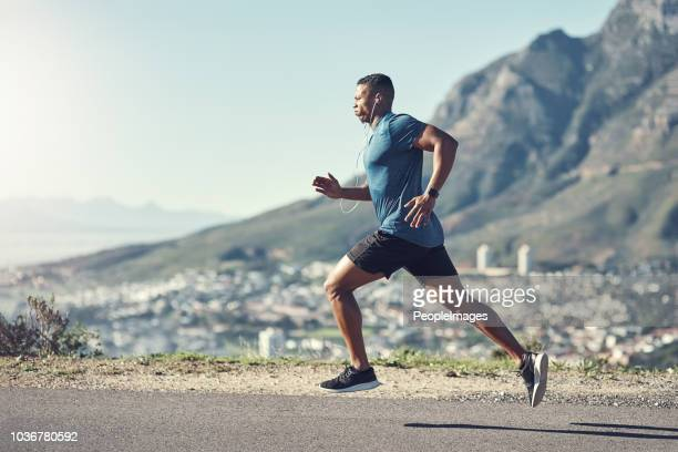 running is one of the best ways to stay fit - atleta imagens e fotografias de stock