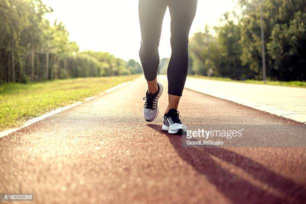 running on tracks - training course stockfoto's en -beelden