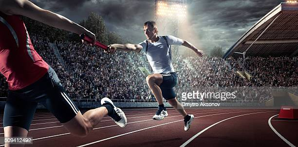 running pass on . stadium - passing sport stockfoto's en -beelden
