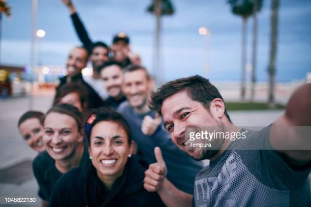 funcionamiento - atleta papel social fotografías e imágenes de stock