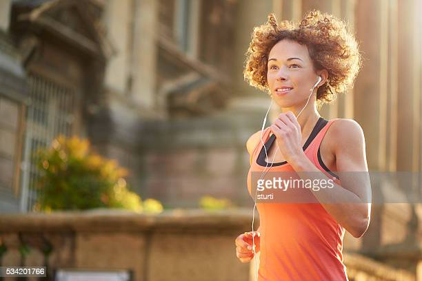 running through the city - liverpool training stock pictures, royalty-free photos & images