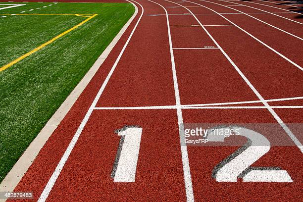 Piste de jogging près de combinés Football terrain de Football américain