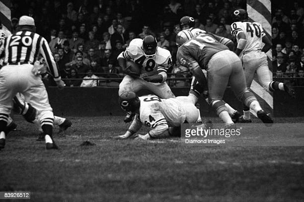 Runningback Andy Livingston of the Chicago Bears runs with the ball during a game on November 25 1965 against the Detroit Lions at Tiger Stadium in...