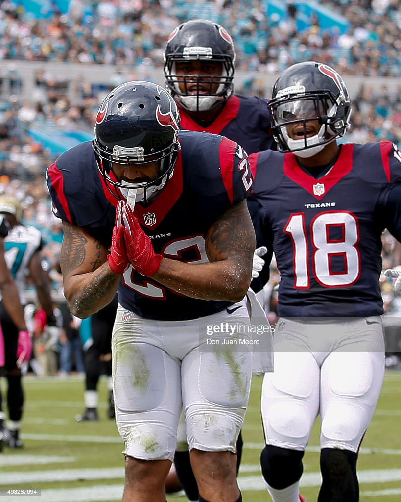 Runningback Arian Foster #23 of the Houston Texans bows to the fans after scoring a touchdown during the game against the Jacksonville Jaguars at EverBank Field on October 18, 2015 in Jacksonville, Florida. The Texans defeated the Jaguars 31 to 20.