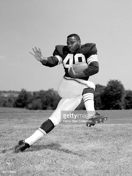 Runningback Bobby Mitchell#49 of the Cleveland Browns poses for an action portrait during training camp in July 1960 at Hiram College in Hiram Ohio