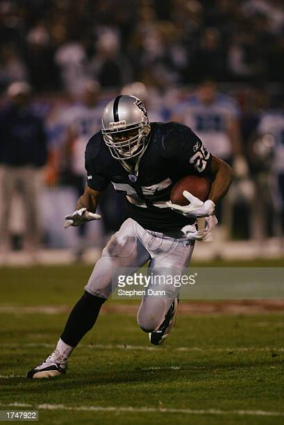 Runningback Charlie Garner of the Oakland Raiders runs on an open field during the AFC Championship game against the Tennessee Titans at Network...