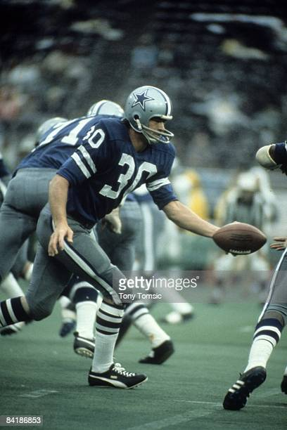 Runningback Dan Reeves of the Dallas Cowboys hands the ball off during a game in 1971