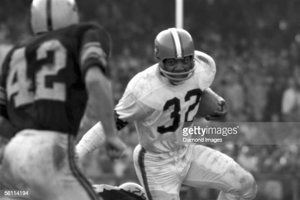 Runningback Jim Brown of the Cleveland Browns shakes the tackle of George Volkert of the Pittsburgh Steelers as Dick Alban comes up to try to make...