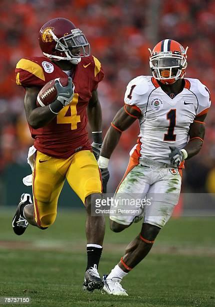 Runningback Joe McKnight of the USC Trojans carries the ball on a 56 yard rush past Vontae Davis of the Illinois Fighting Illini during the third...