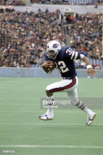Runningback OJ Simpson of the Buffalo Bills runs with the ball during a game in December 1975 at Rich Stadium in Orchard Park New York