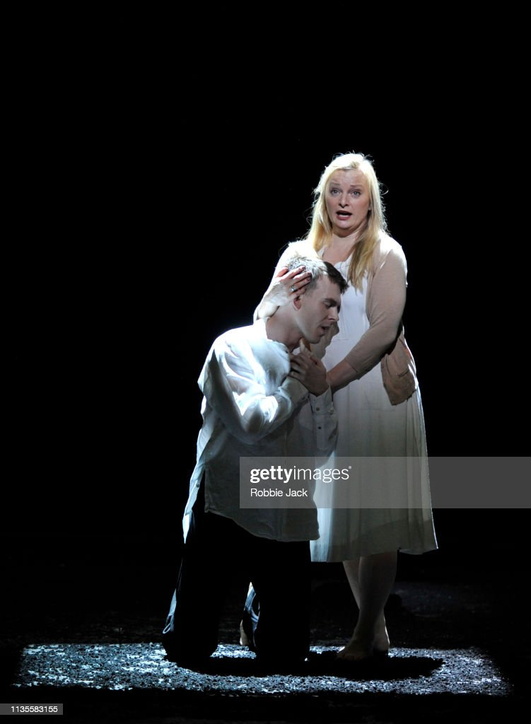 English National Opera Presents Mozart's The Magic Flute : News Photo