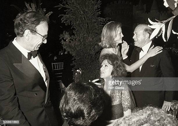 Rupert Murdoch Ann Getty Anna Murdoch and John Kluge