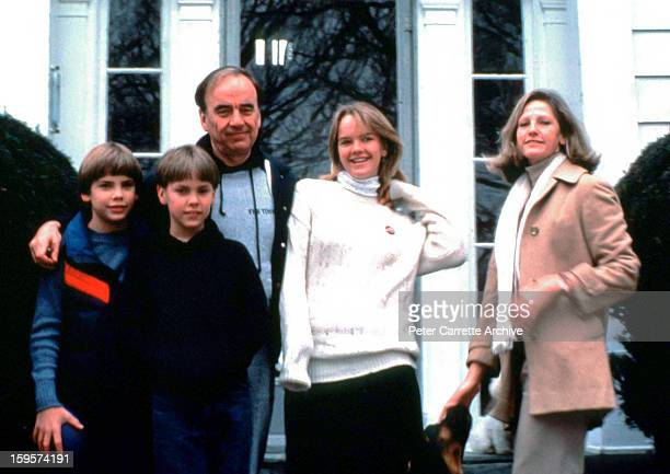 Rupert Murdoch poses with his wife Anna Murdoch and their children Lachlan Murdoch James Murdoch and Elisabeth Murdoch at their home in 1989 in New...