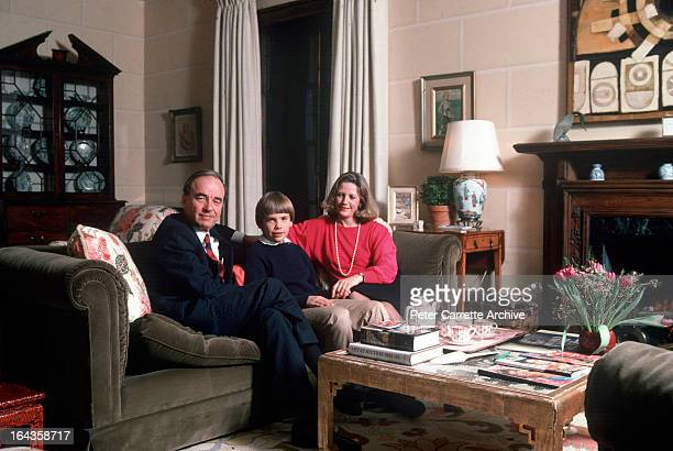 Rupert Murdoch with his wife Anna Murdoch and their son Lachlan Murdoch at their home in 1989 in New York City