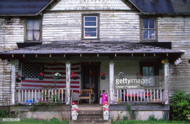 rural house in the appalachians, usa - appalachia poverty stock pictures, royalty-free photos & images