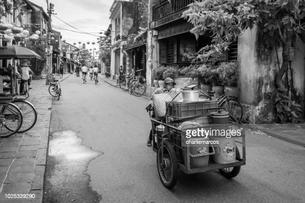 landelijke markt - vietnamese cultuur stockfoto's en -beelden