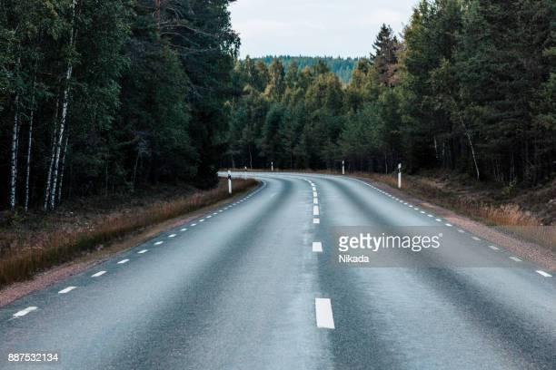 Ländliche Straße in Schweden
