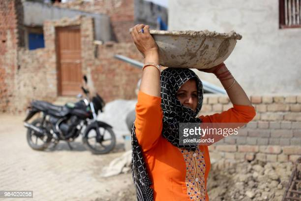 rural women carrying basket on her head - salwar kameez stock pictures, royalty-free photos & images