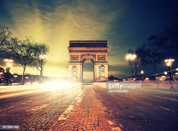 rush hour at the arc de triomphe in paris - champs elysees quarter stock pictures, royalty-free photos & images