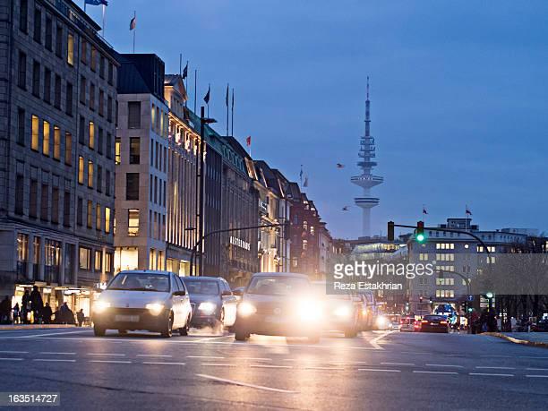 rush hour near the hamburg radio tower - hamburg tyskland bildbanksfoton och bilder