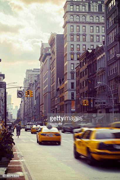 rush hour on 5th avenue in new york - black alley stock photos and pictures