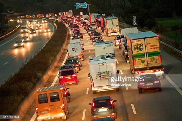 Rush Hour auf der Autobahn A1 die Autobahn bei Nacht, Deutschland