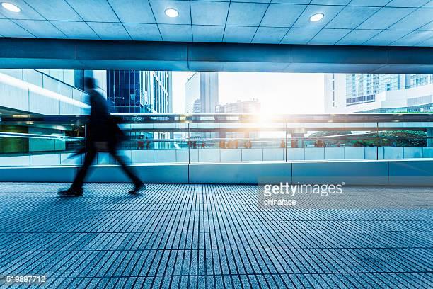 Hauptverkehrszeit Passagiere am Durchgang