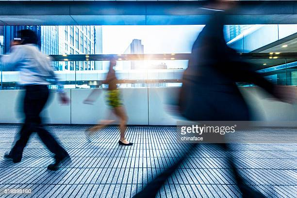 rush hour passengers at walkway - subway station stock pictures, royalty-free photos & images