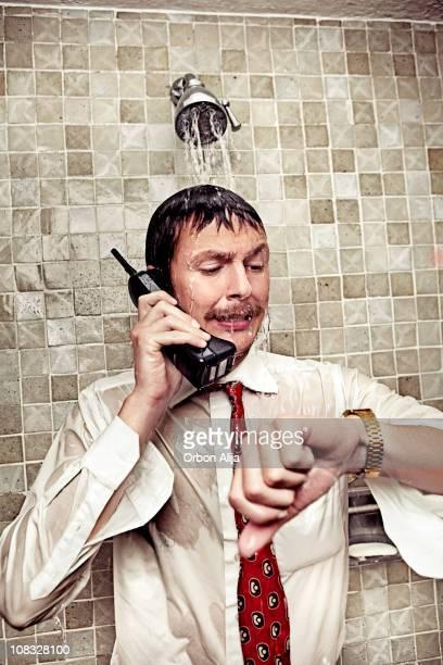 rush hour - maenner duschen stock-fotos und bilder
