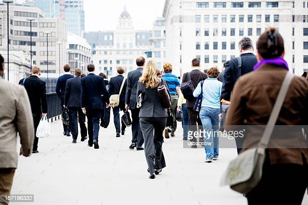 rush hour - london bridge england stock pictures, royalty-free photos & images
