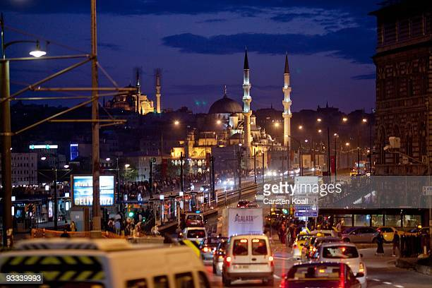 Rush hour to the Galata Bridge in the district Karakoy, lines to the Yeni Mosque in the district Eminonu on October 18, 2009 in Istanbul, Turkey. The...