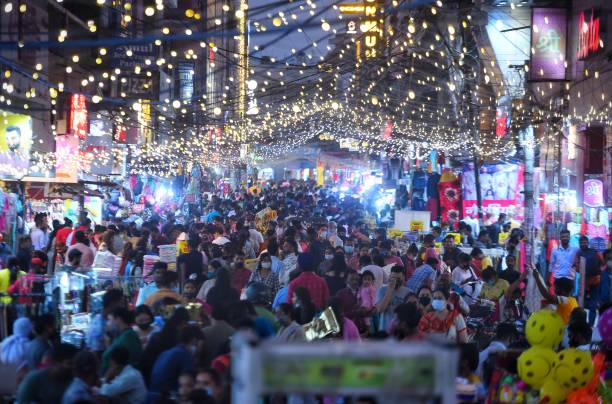 IND: People Rush At Markets Ahead Of Diwali Festival