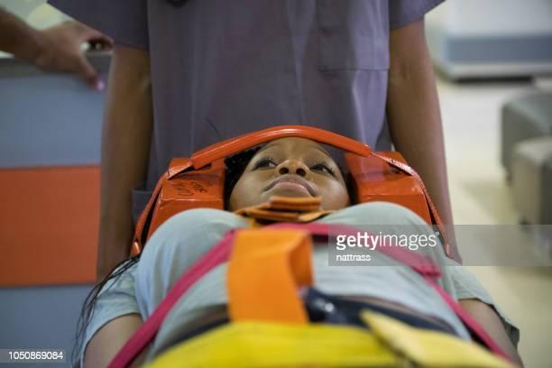 病院に患者を急いでください。 - 麻痺 ストックフォトと画像