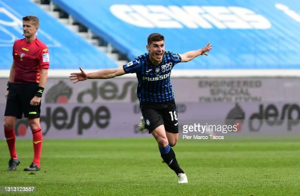 Ruslan Malinovskyi of Atalanta BC celebrates after scoring their team's first goal during the Serie A match between Atalanta BC and Juventus at...